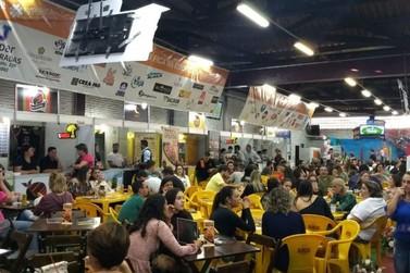 Praça de alimentação movimenta a 27ª EXPOFICA