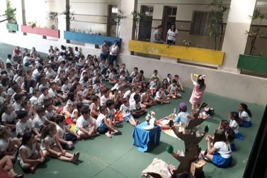 Oficina 'O Palco é Seu!' leva teatro para diversas escolas de Andradas