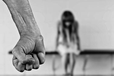 Homem é preso por abusar sexualmente de enteada de 13 anos