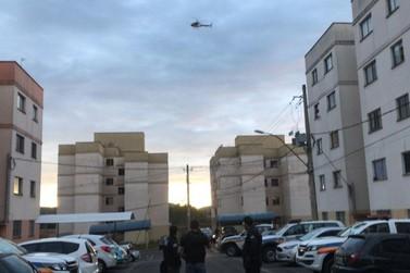 Polícia prende suspeitos de tráfico de drogas na Operação Contenção