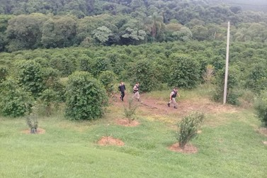 Polícia resgata homem que se perdeu em mata em Andradas