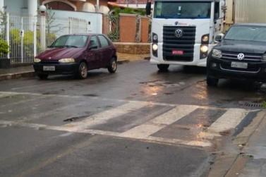 Ponte é interditada após sofrer danos com chuva forte que caiu em Andradas