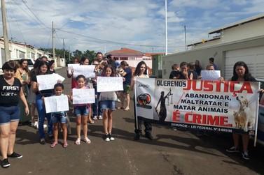 Moradores fazem protesto contra maus tratos a animais em Andradas