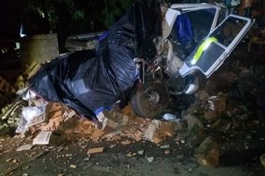 Caminhão desgovernado causa acidente no Marco Divisório