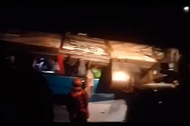 Acidente envolvendo ônibus deixa mortos e feridos em Vargem Grande do Sul