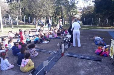 Creche Municipal realiza atividades relacionadas ao Maio Amarelo com alunos
