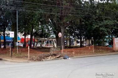 Veículos não devem estacionar na Praça Coronel Antônio Augusto de Oliveira