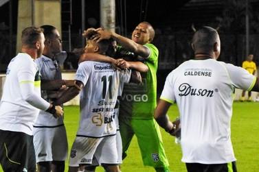 Classificada, Caldense vence a Portuguesa com gol no fim