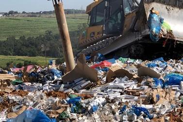 Receita Federal destrói 50 toneladas de cigarros apreendidos