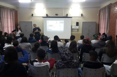 Estudantes andradenses participam de palestra sobre trânsito