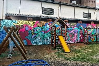Artistas plásticos andradenses dão novo colorido à Casa Arco-Íris