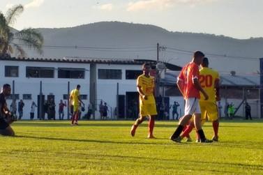 Vulcão vence Independente na estreia do goleiro Bruno