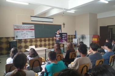 Jovens andradenses participam de campanha de combate ao trabalho infantil