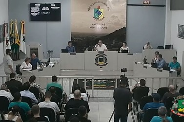 Após polêmica, estacionamento rotativo é discutido na Câmara de Andradas