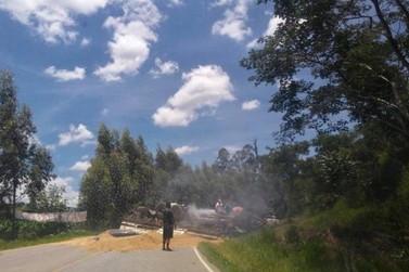 Caminhoneiro morre em acidente entre Andradas e Ibitiúra de Minas