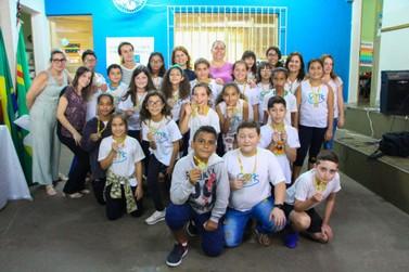 Jovens andradenses recebem medalhas da Olimpíada de Astronomia e Astronáutica