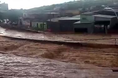 Polícia Militar recebe doações para vítimas das chuvas em Minas Gerais