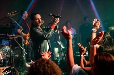 Queen cover apresenta show especial em Poços de Caldas