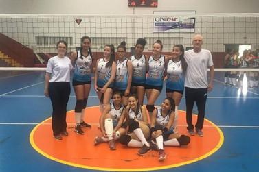 Equipe de Ibitiúra de Minas é campeã da Taça Torneio Início de vôlei