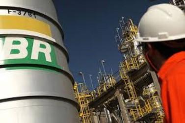 Petrobras reduz preço da gasolina nas refinarias nesta quarta-feira