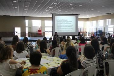 Profissionais da rede municipal de educação em Andradas passam por treinamento