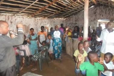 Pastor de Andradas pede ajuda após não conseguir voltar da África
