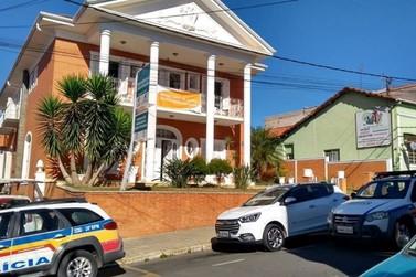 Criminosos furtam a Secretaria Municipal de Saúde de Jacutinga