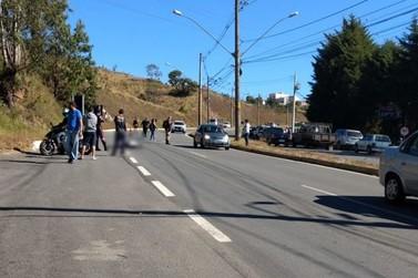 Homem morre atropelado por caminhão em Poços de Caldas