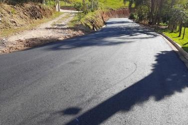 Asfaltamento da estrada de São Sebastião dos Robertos, em Jacutinga, é concluído