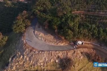 Obras no Morro da Serrinha, em Ibitiúra de Minas, são concluídas