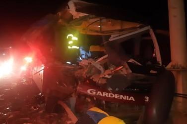 Ônibus que ia de Poços para BH se envolve em grave acidente na BR-381