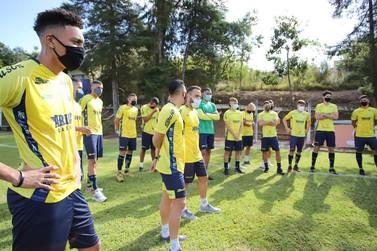Com volta do Mineiro, Caldense anuncia elenco com manutenção de 16 jogadores