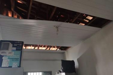 Chuva de granizo causa danos ao quartel da PM de Ibitiúra de Minas