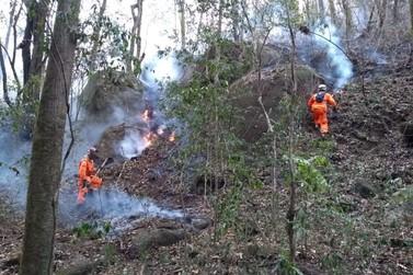 Corpo de Bombeiros segue com combate a incêndio na Serra do Caracol
