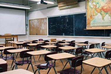 Governo de MG anuncia início do retorno das atividades escolares presenciais