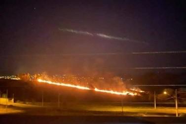 Incêndio atinge área de vegetação no Alto da Bela Vista, em Andradas