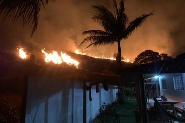 Incêndio atinge serra no bairro Capão do Mel, em Andradas