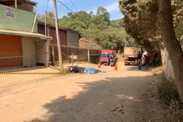 Motociclista morre após acidente entre um caminhão e uma moto