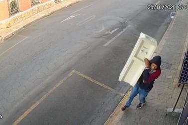 Ladrão furta funerária na região central de Andradas