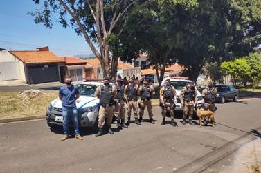 Polícia apreende arma de fogo e simulacro durante operação em Andradas