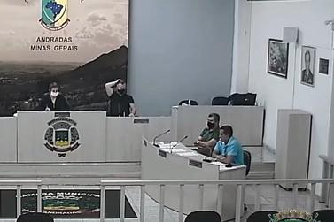 Vereadores encerram legislatura com votação de projetos em sessão extraordinária