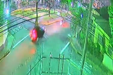 Motorista em alta velocidade atinge motociclista, foge, mas acaba preso