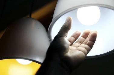 Aneel prorroga proibição de corte de energia elétrica por inadimplência