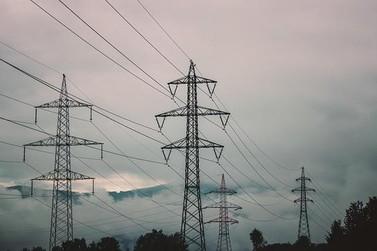 Conta de energia elétrica deve subir com reajuste na bandeira vermelha
