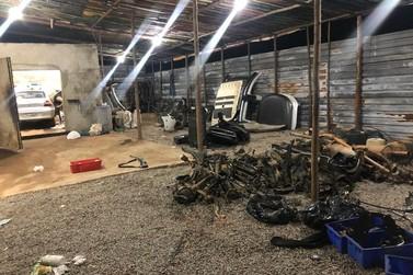 Desmanche clandestino é desmontado pela PM em Santa Rita de Caldas