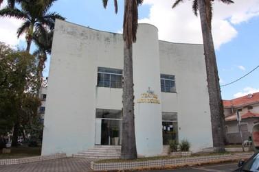 Prefeita Margot Pioli anuncia a reforma do Teatro Municipal