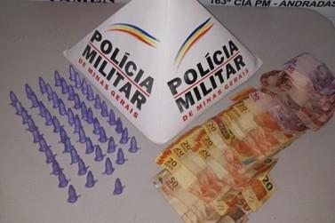 PM apreende duas pessoas pela prática de tráfico de drogas em Andradas