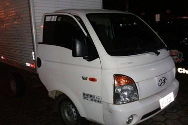 Homem é detido por uso de documento falso e adulteração de veículo