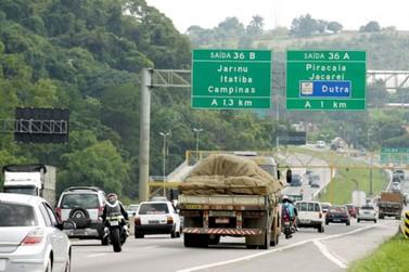 Caminhão tomba na Fernão Dias resultando em 8 km de trânsito