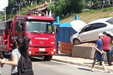 Estudantes são atropeladas por carro desgovernado em escadaria de Atibaia